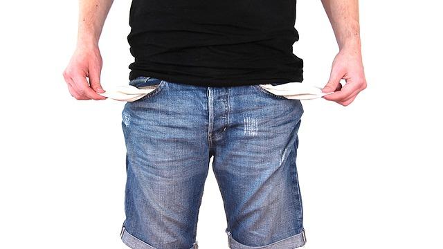 Maksuviiveet aiheuttavat yrittäjille kassavajetta